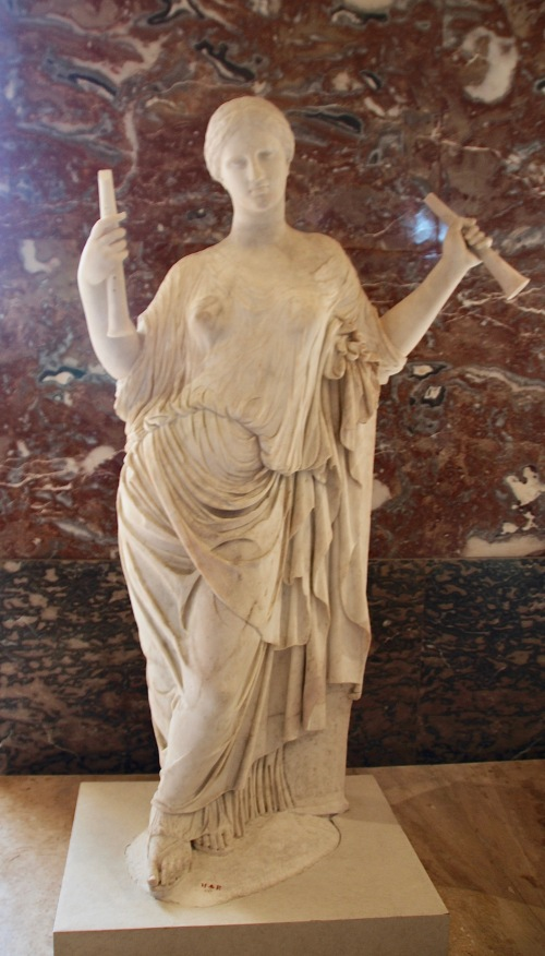 marble-statue-at-louvre