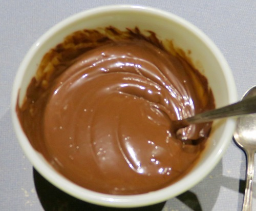 melted-chocolate-chips-and-oil