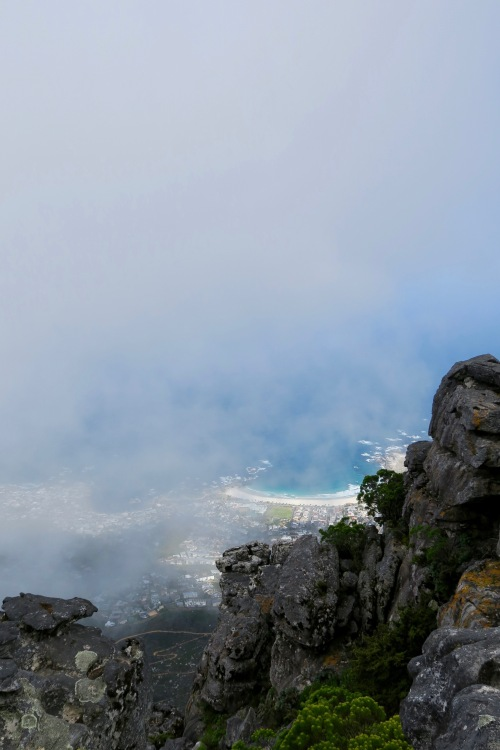 orographic-clouds-obscuring-view-of-cape-town-from-table-mountain