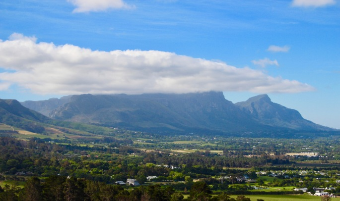 table-cloth-of-clouds-over-table-mountain