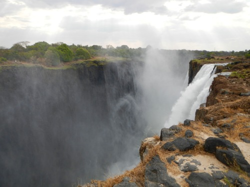 approaching-the-edge-of-victoria-falls-zambia