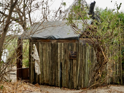 changing-room-and-loo-with-a-view-livingstone-island
