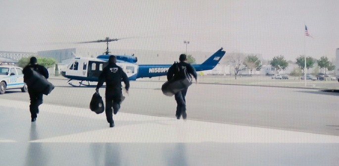emergency-helicopter-crew-to-rescue-sully