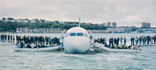 passengers-on-wings-of-airbus-320-after-crash-landing-on-hudson-river-sully