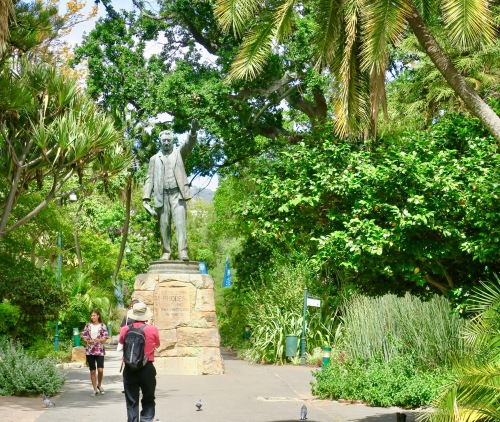 statue-of-cecil-rhodes-in-capetown-sa