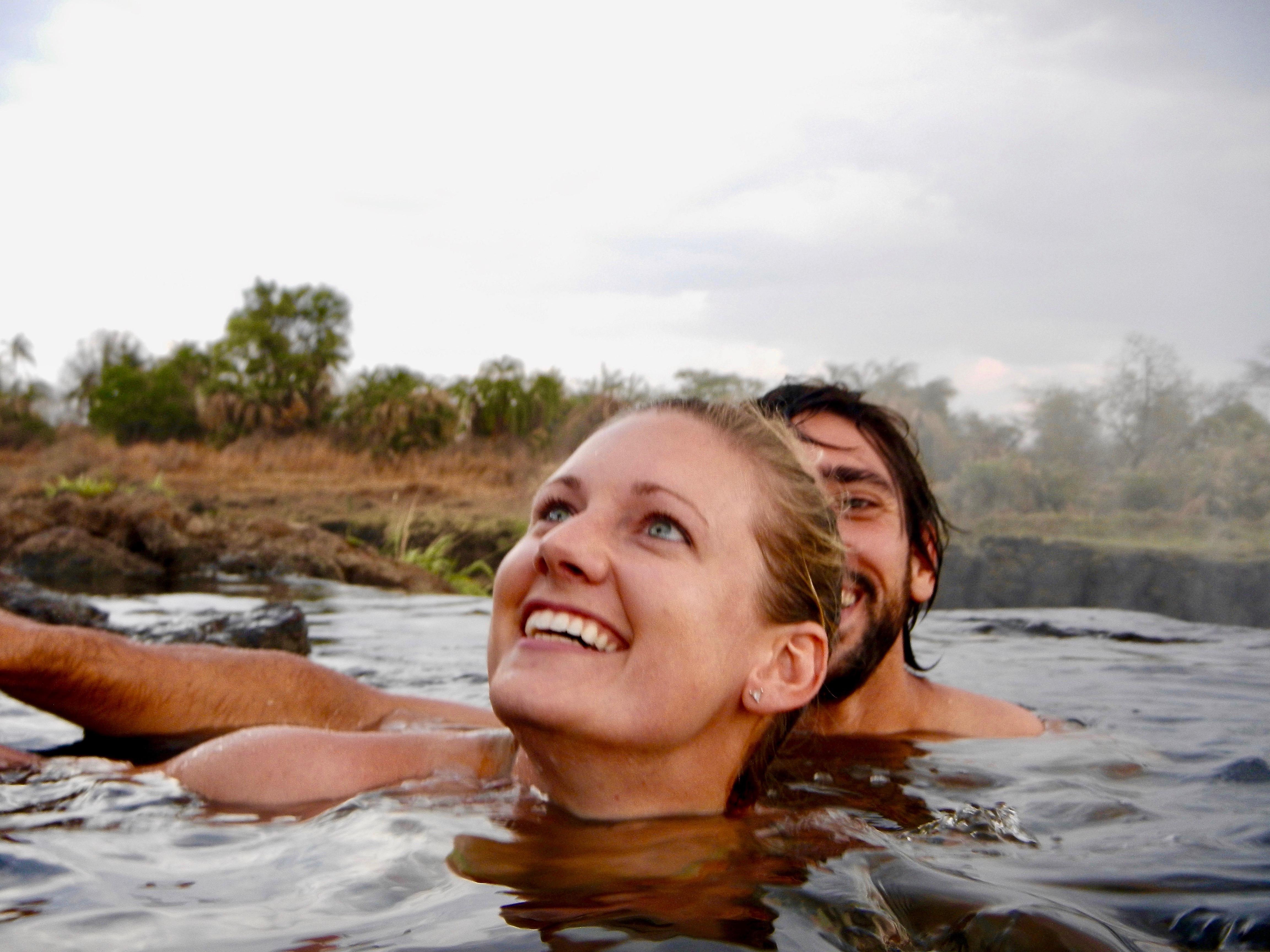 swimming-to-the-devils-pool-victoria-falls