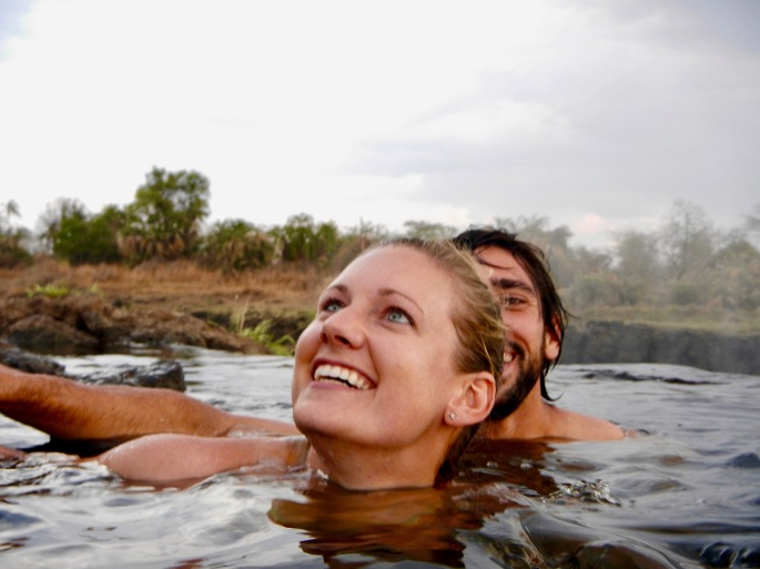 swimming-to-the-devils-pool-victoria-falls
