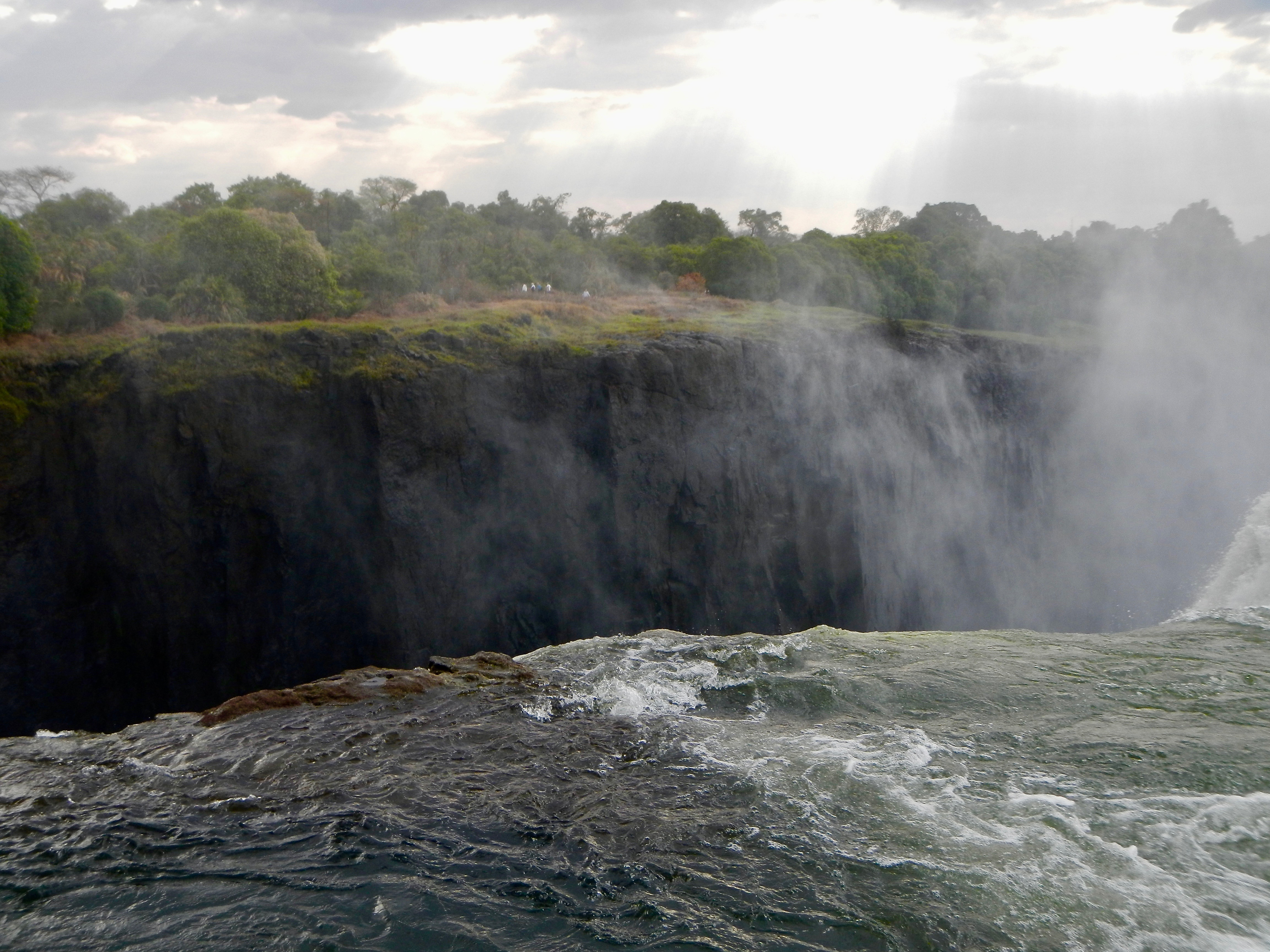 top-of-victoria-falls-at-the-devils-pool