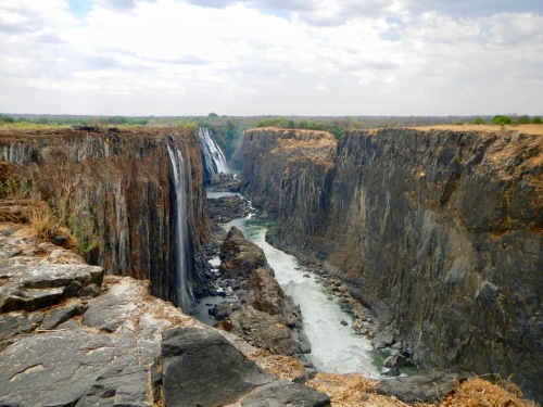 view-of-victoria-falls-from-near-the-devils-pool