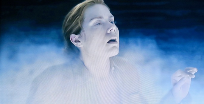 arrival-louise-banks-enters-the-sphere-of-the-aliens