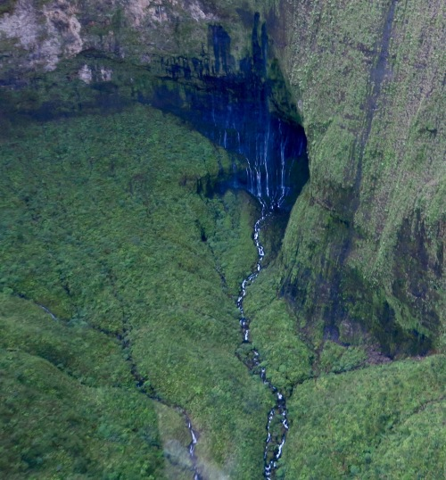 gushing-waterfalls-kauai