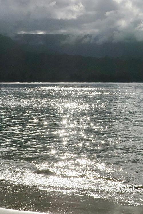 hanalei-bay-glistening-in-sun