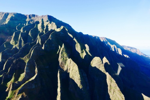 jagged-mountains-along-na-pali-coast-kauai