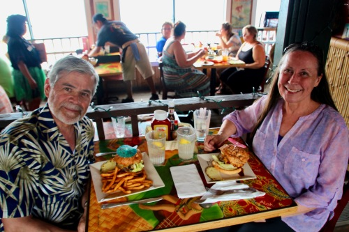 kathi-and-alan-eating-cheeseburgers-in-paradise-lahaina-maui-hawaii