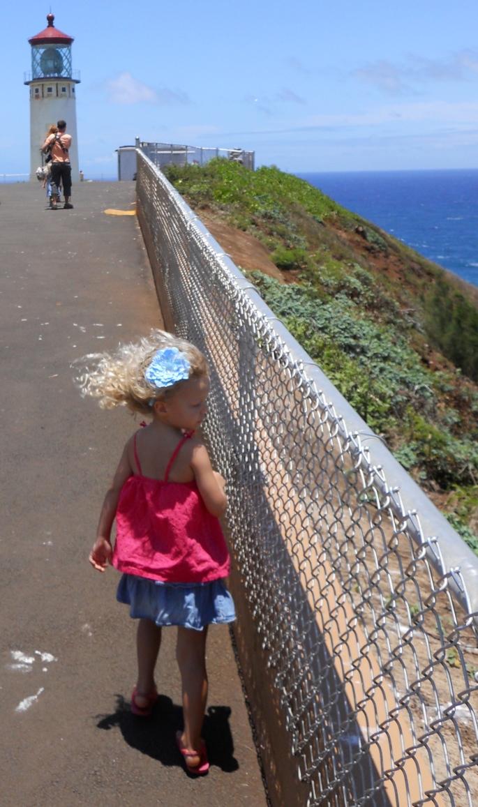 little-girl-near-kilauea-point-lighthouse