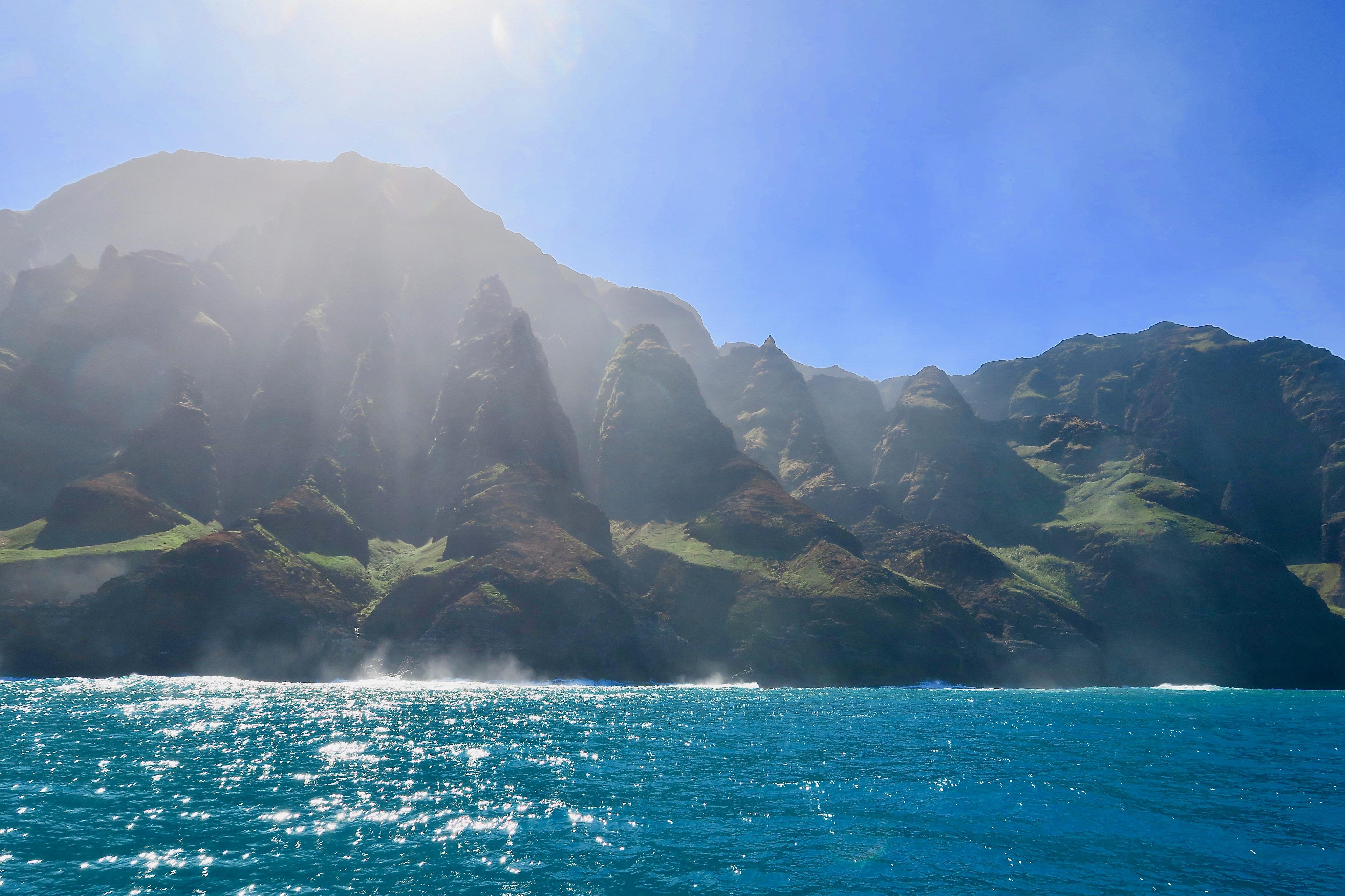 na-pali-coast-jagged-mountains-kauai