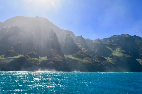 na-pali-coast-jagged-mountains-kauai