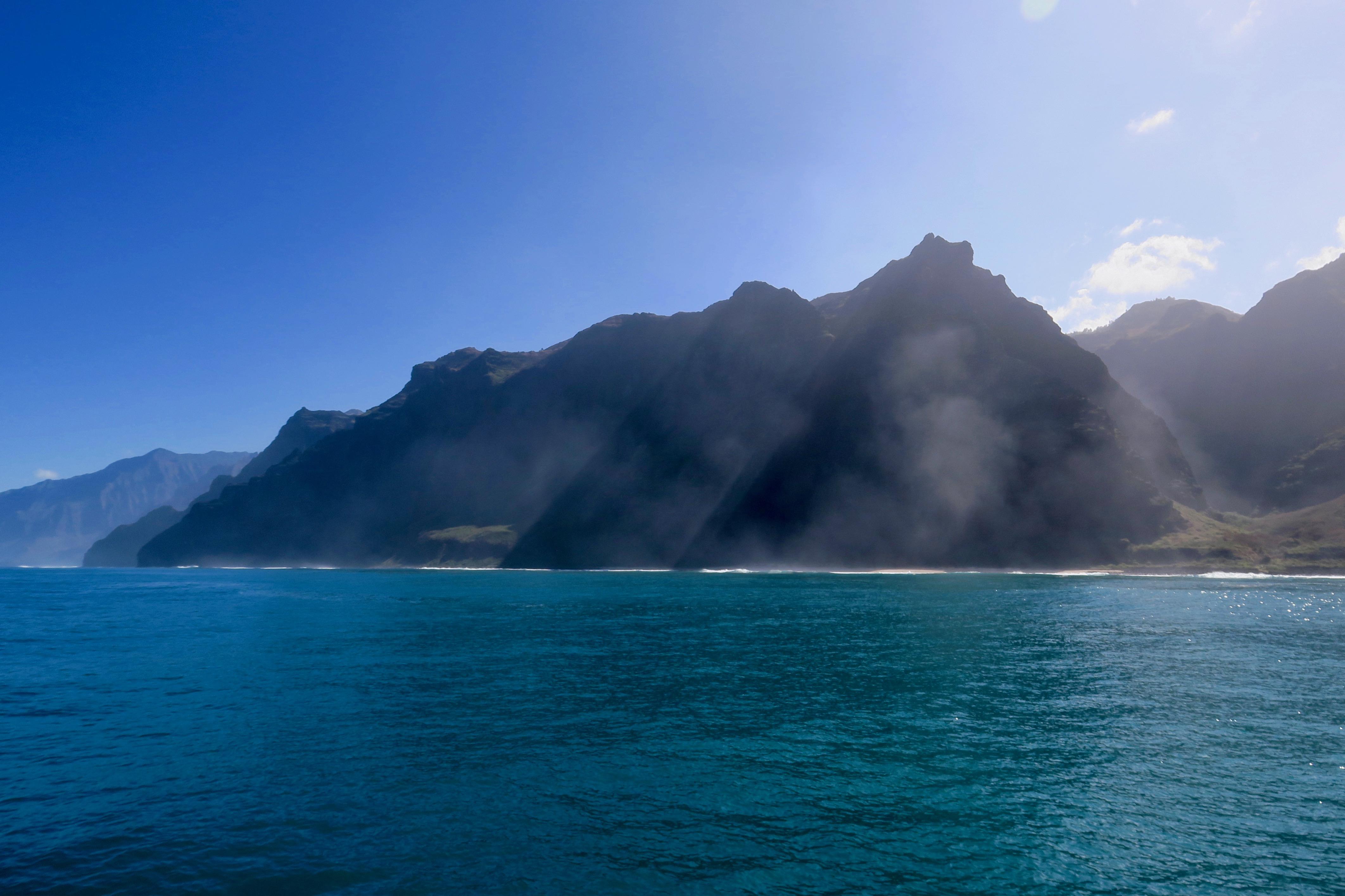 na-pali-coastline-and-mountains