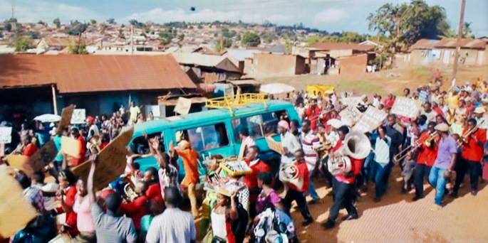 returning-to-school-on-mission-bus-in-queen-of-katwe