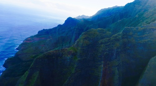 rugged-mountains-along-na-pali-coast-hawaii