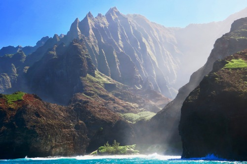 valley-between-mountains-along-napali-coast-kauai