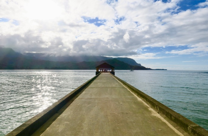 walking-out-on-the-hanalei-pier