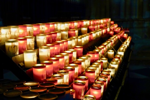 candles-in-notre-dame-de-paris-france