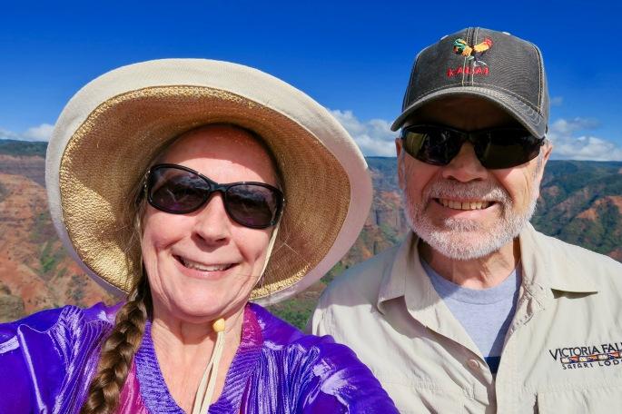 couple-at-waimea-canyon