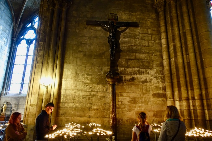 people-praying-in-notre-dame-de-paris-france