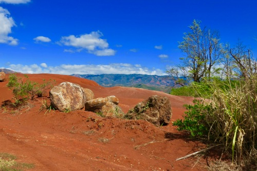 red-rocks-in-waimea-canyon