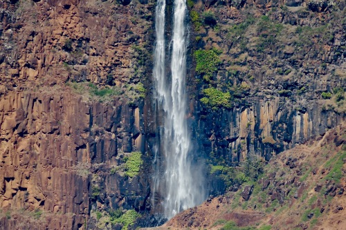 waipoo-falls-in-waimea-canyon-close-up