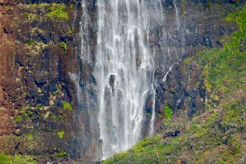 waipoo-falls-in-waimea-canyon
